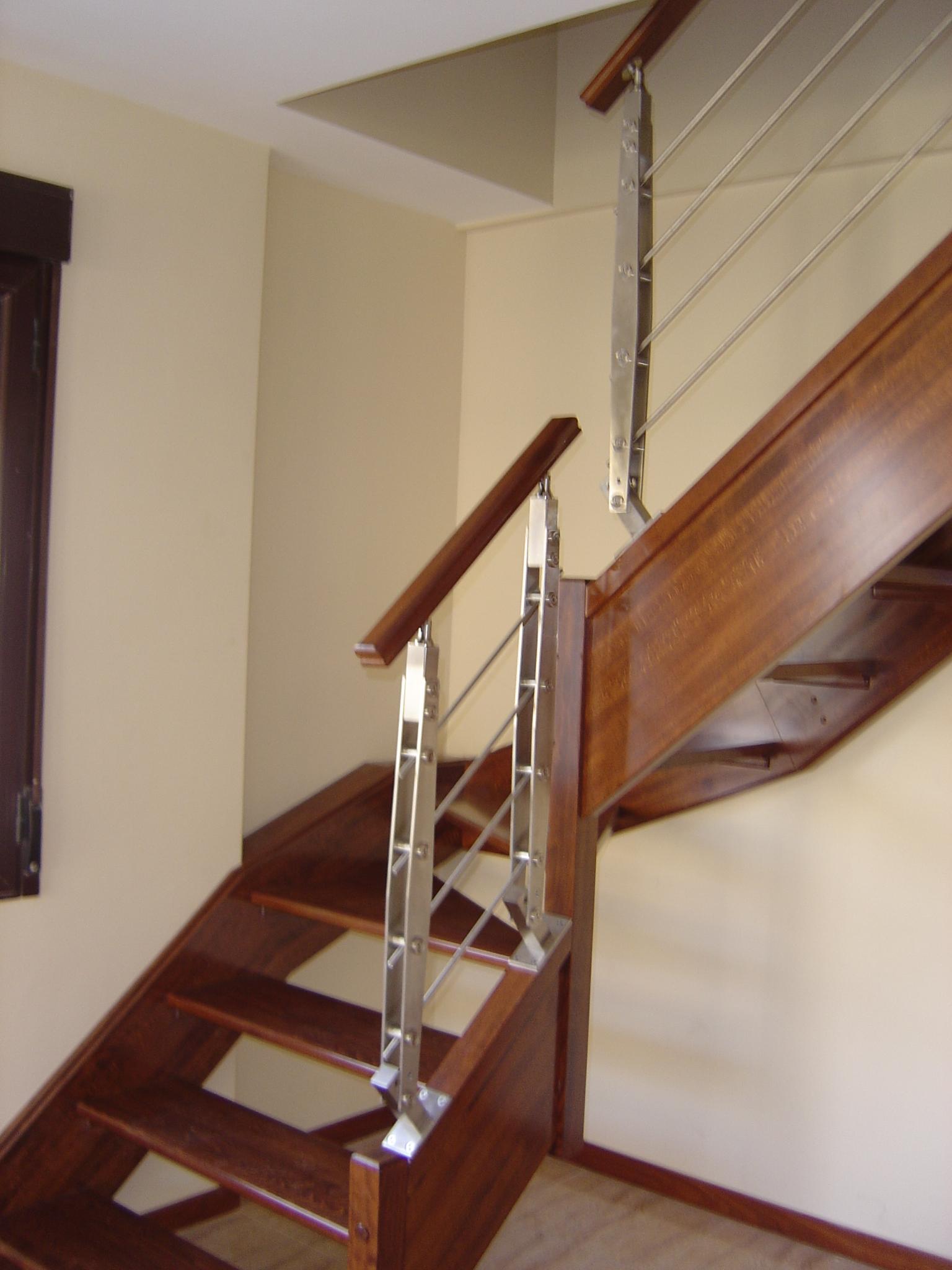 Fotos de pasamanos de madera best decoracin de escaleras - Pasamanos para escaleras ...